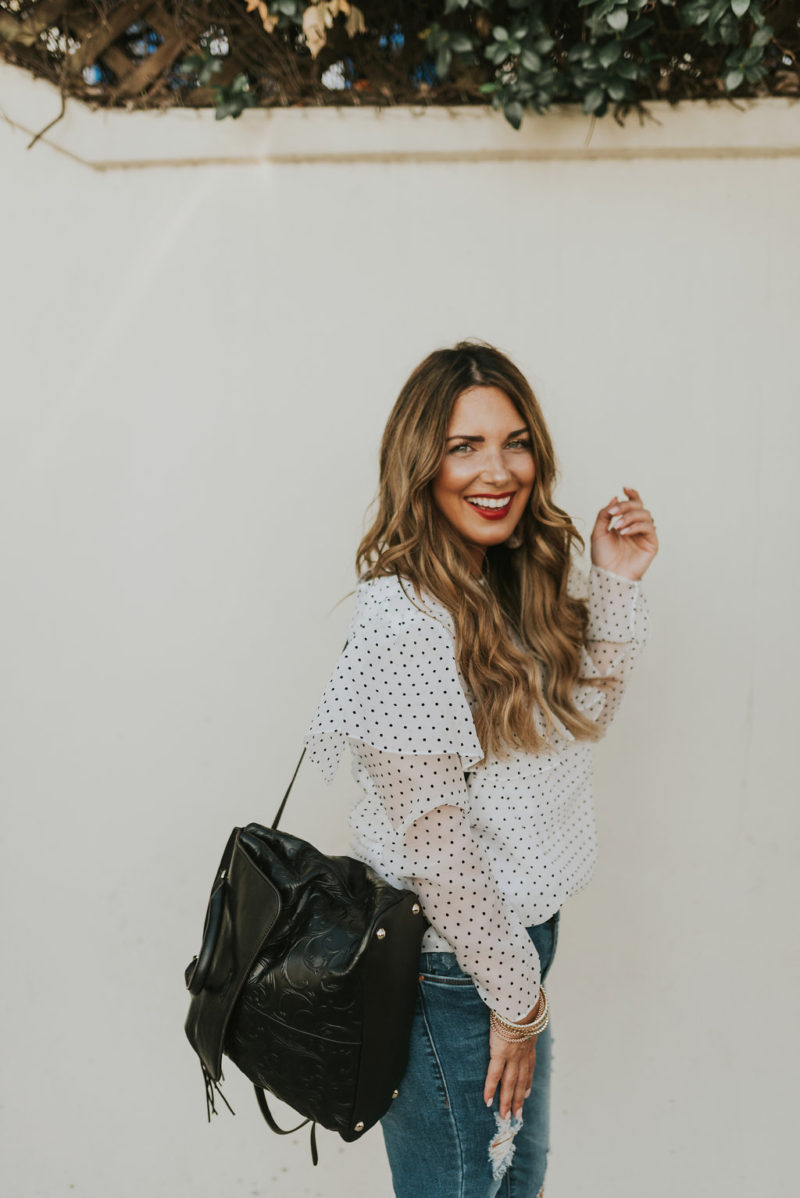 WHITE TOP AND DISTRESSED DENIM ARE ALWAYS A YES. HOLIDAY OUTFIT INSPIRATION ON THE BLOG.