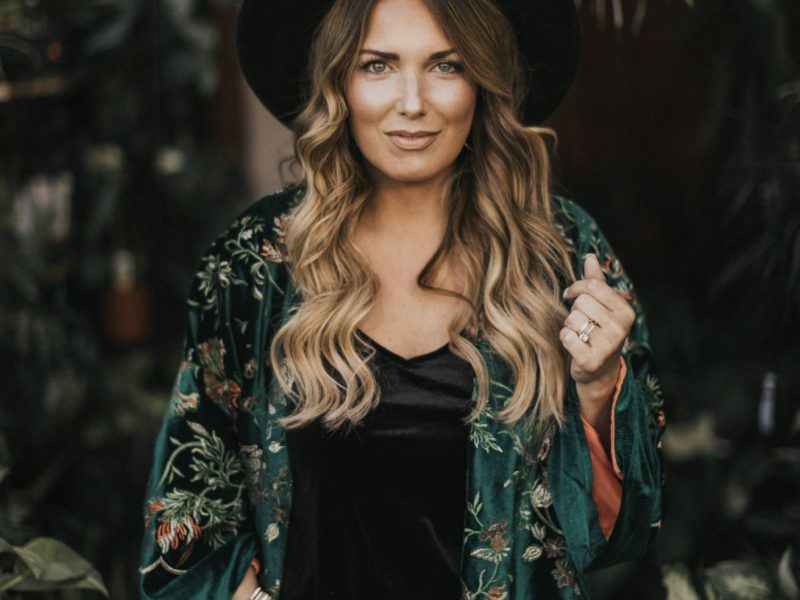 HOW TO WEAR VELVET FOR EVERY OCCASION. READ MORE TO SEE HOW I STYLE THIS VELVET KIMONO.