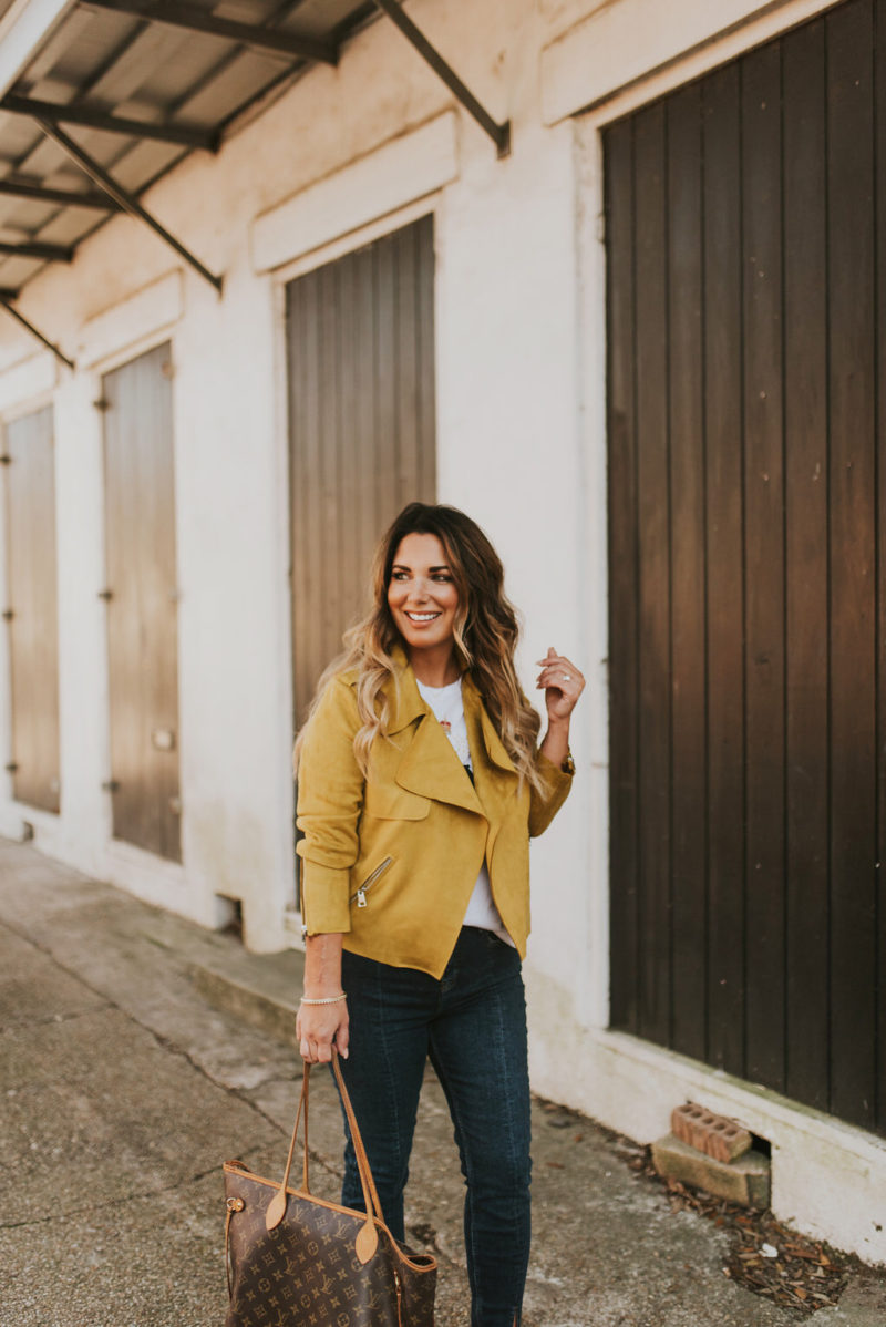 THERE ARE MANY WAYS TO SPICE UP THE BASIC JEANS AND A TEE. MUSTARD IS STILL ON TREND FOR SPRING 2018