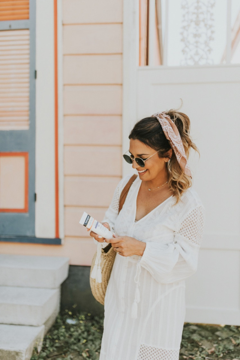 THE PERFECT WHITE DRESS FROM RIVER ISLAND CAN BE WORN MULTIPLE WAYS EVEN AS A BEACH COVERUP. SHARING WAYS TO ROCK SUMMER WHITE DRESSES ON THE BLOG.