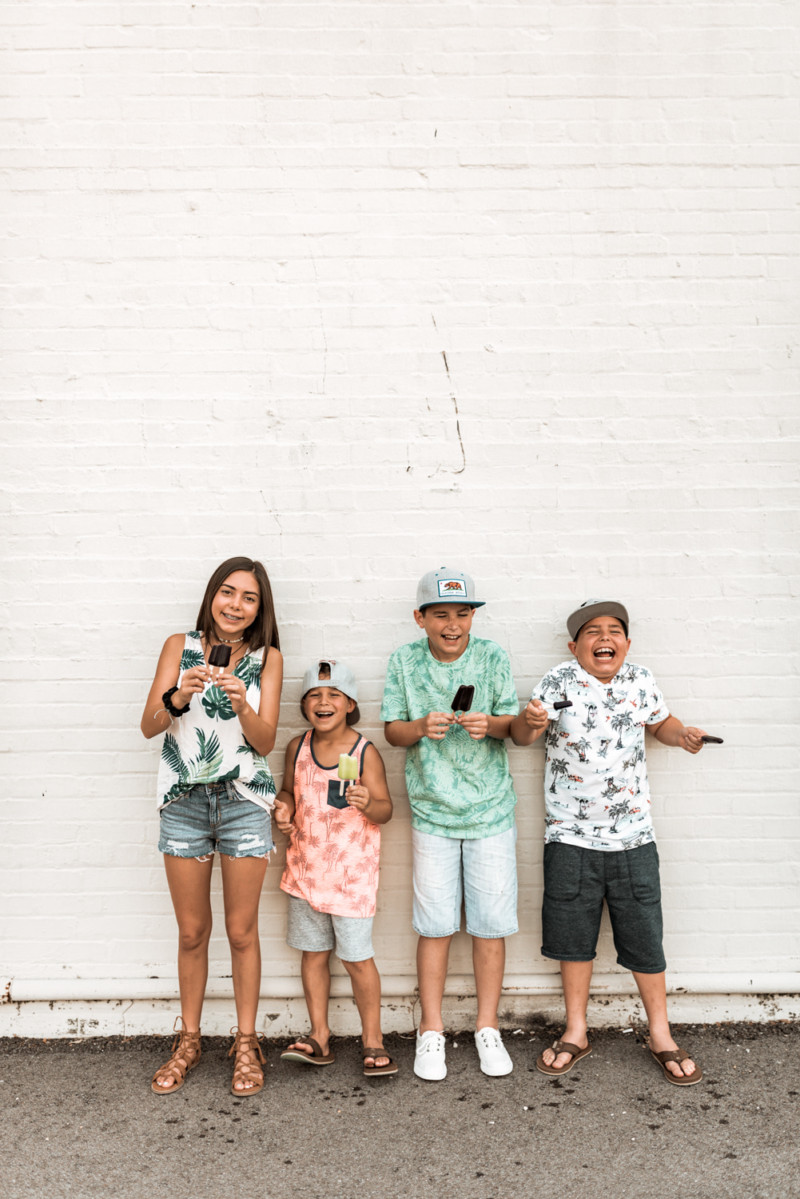 AFFORDABLE AND TRENDY PATTERNS AT OLD NAVY. OUTFIT OF THE DAY OPTIONS FOR THE ENTIRE FAMILY WITH PALM PRINT AND TROPICAL VIBES.