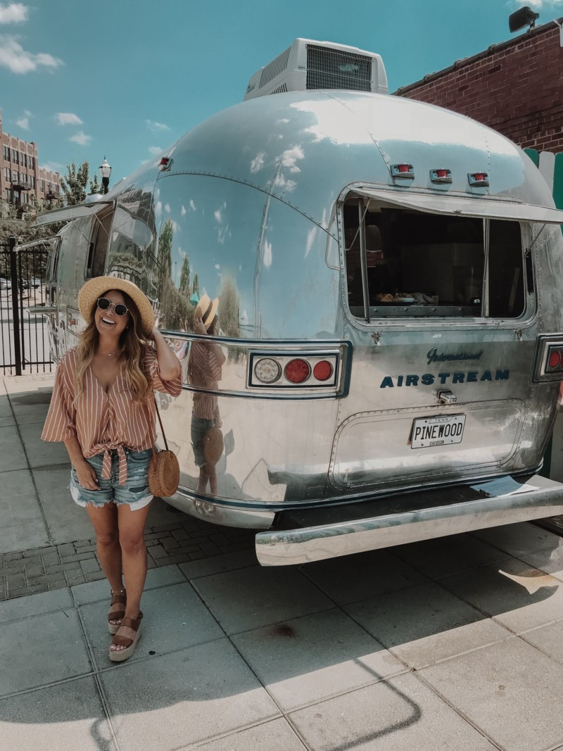 ALL OF THE HOT SPOTS THAT ARE MUST WHILE VISITING NASHVILLE. SHARING MY FAVORITE EATERIES AND MUST SEE PLACES WHILE VISITING NASHVILLE, TENNESSEE.