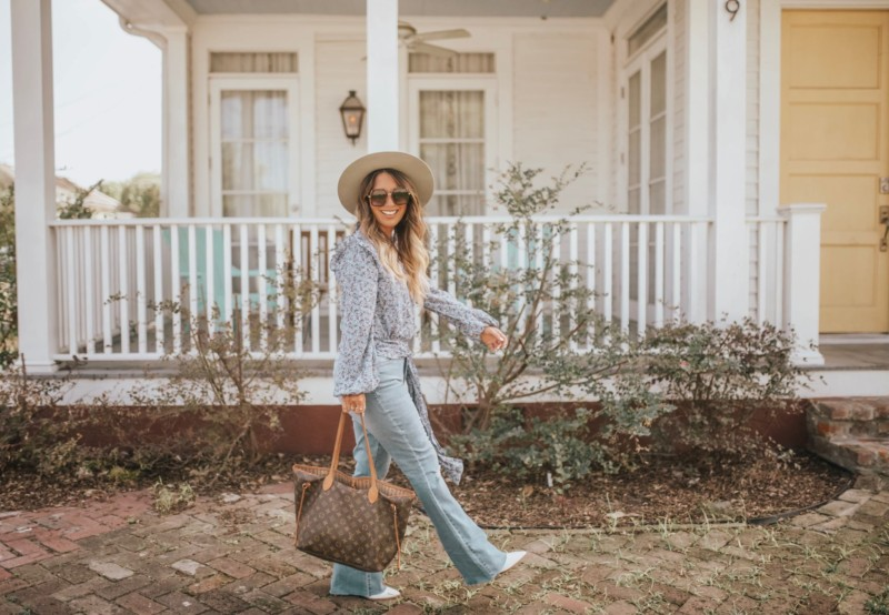 Flare jeans + flowy tops are perfect for transitioning from summer to fall. @StageStores offers affordable yet trendy options for your fall wardrobe. Read more on the blog #OnAnyStage