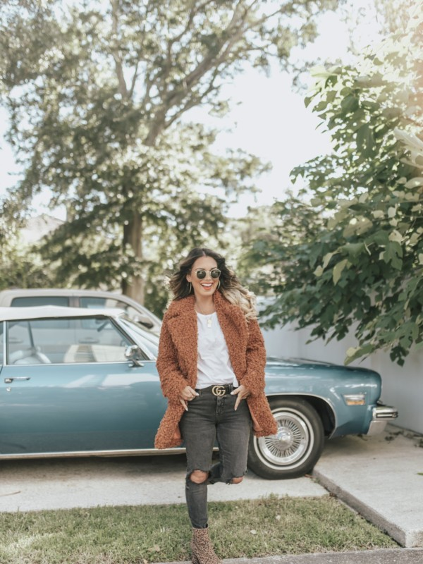 fall + Winter coat trends for woman. Teddy coat is a must for 2018. Found plus size and petite coats. Details on the blog.