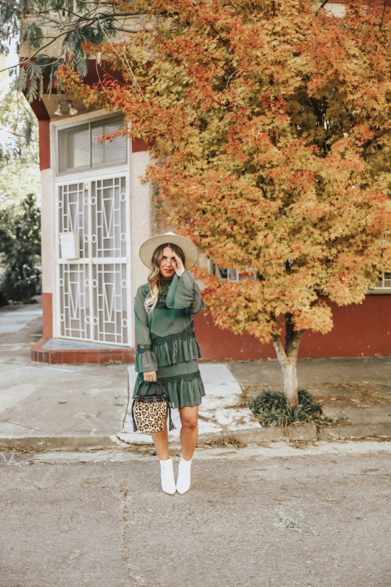 ROCKING A HAPPY FACE AND A HAPPY, GREEN DRESS FROM RIVER ISLAND. FOUND THE PERFECT HOLIDAY DRESSES AND WHITE BOOTIES. READ MORE ON THE BLOG.